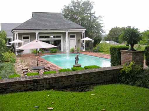 the pool and pool house (perfect for m'ssippi heat!)